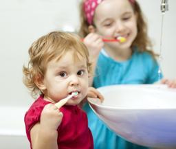 Tandenpoetsen met kinderen